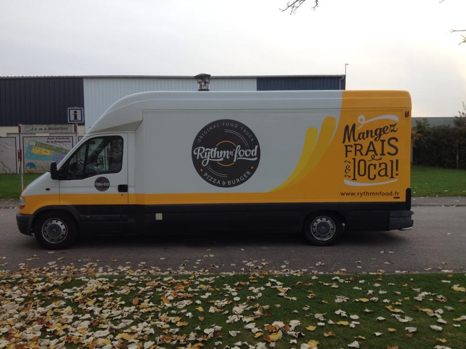 marquage-adhesif-food-truck-pas-cher-flocage-adhesif-camion-food-truck-pas-cher-agence-de-publicite-paris-rouen-personnalisation-food-truck-adhesif-custom-food-truck