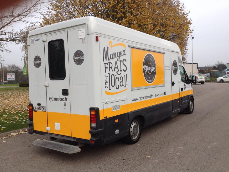 marquage-adhesif-food-truck-pas-cher-flocage-adhesif-camion-food-truck-pas-cher-agence-de-publicite-paris-rouen-personnalisation-food-truck-adhesif-rouen-paris