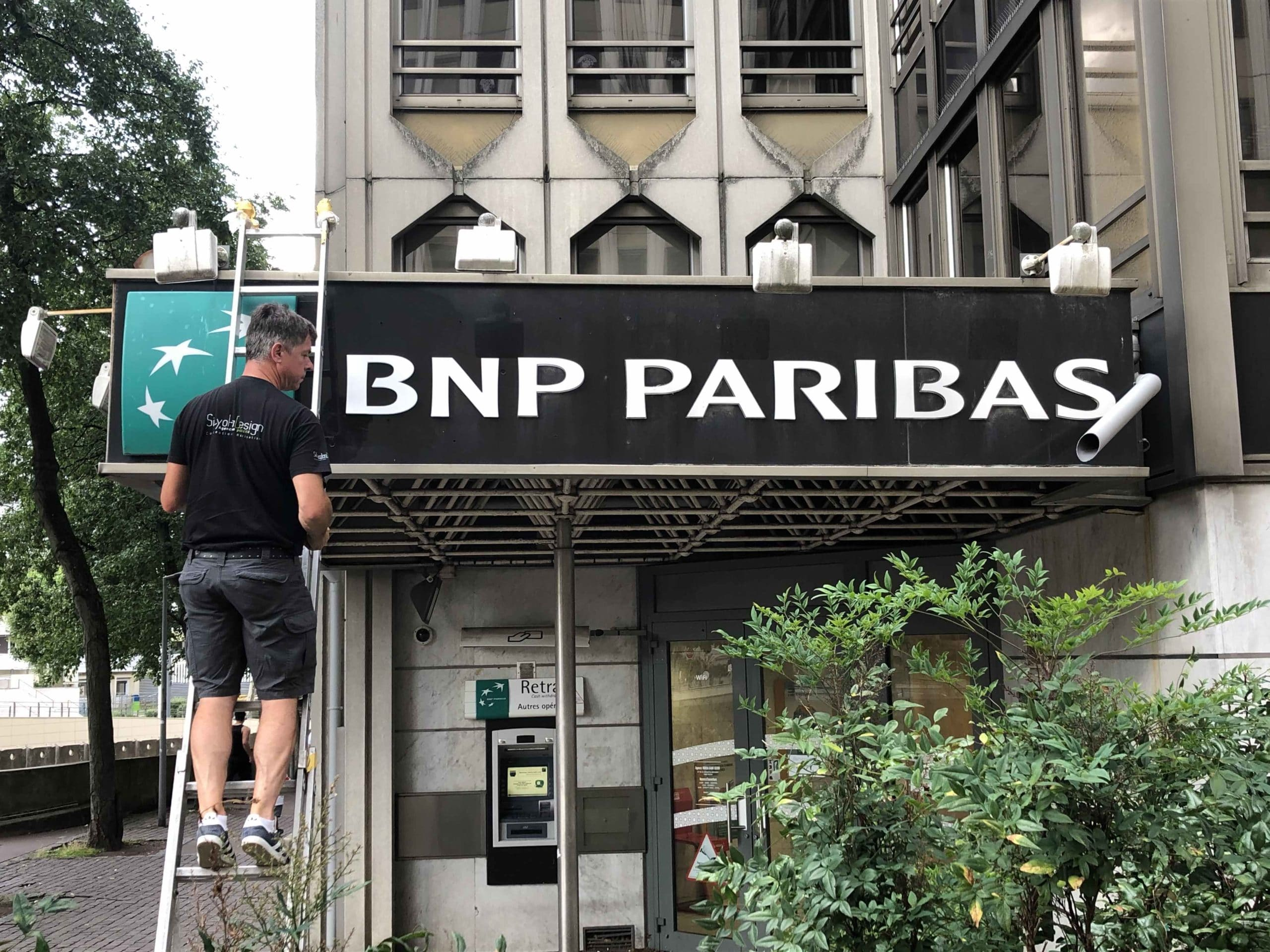 enseigne-agence-bancaire-bnp-paribas-lettrages-agence-bancaire-rénovation-agence-bancaire-paris-sityoka-design