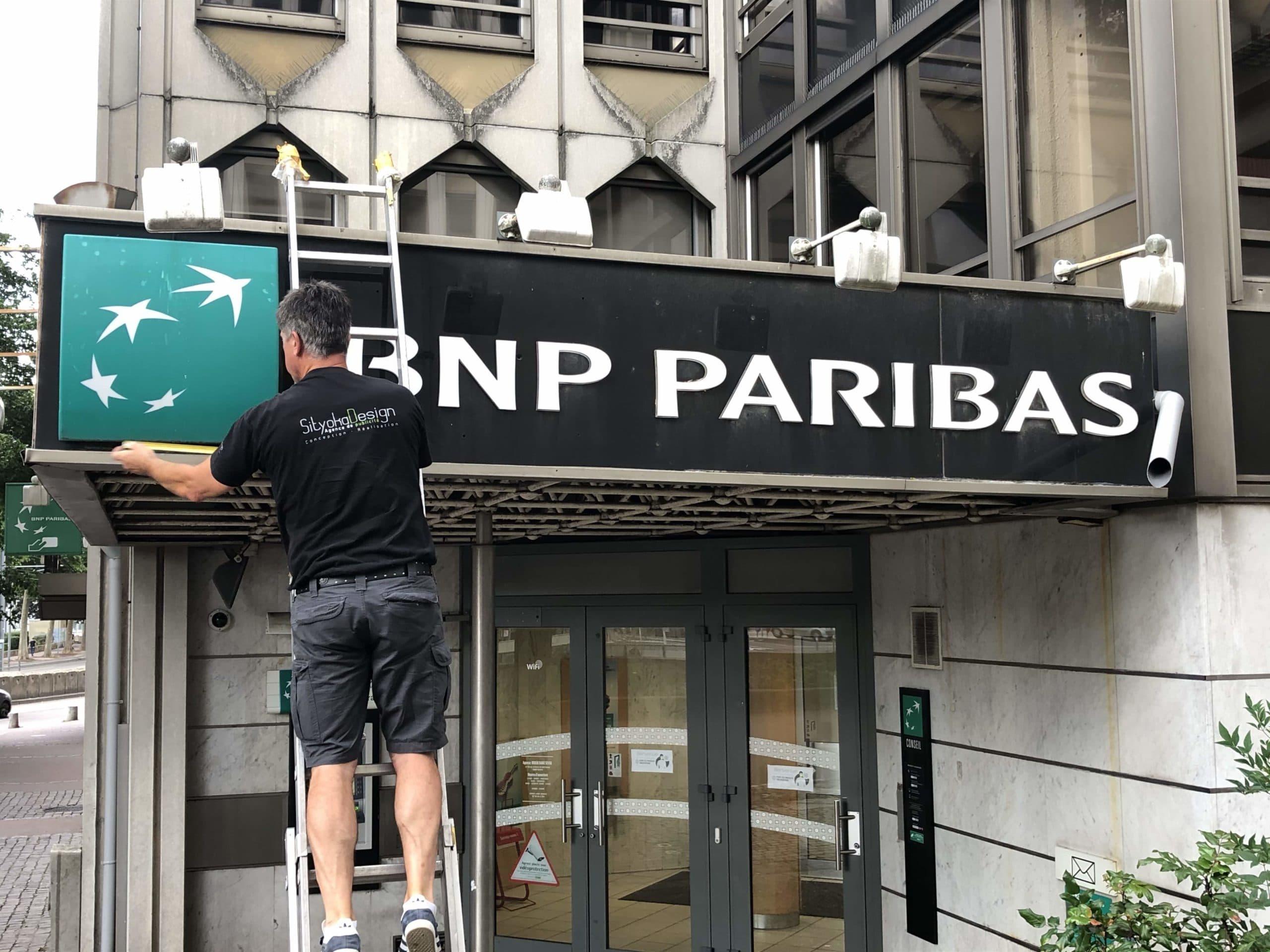 enseigne-agence-bancaire-bnp-paribas-lettrages-agence-bancaire-rénovation-agence-bancaire-rouen-sityoka-design
